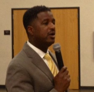 Dr. Anthony Muhammad presents at a SESC regional workshop on school culture.